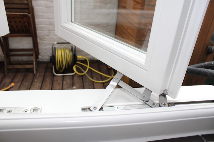casement window safety hinges