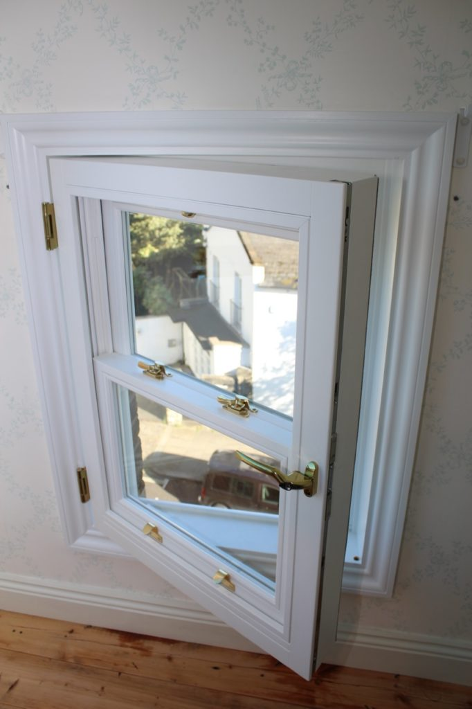 detail of the casement frame with hinged window - Hampstead project